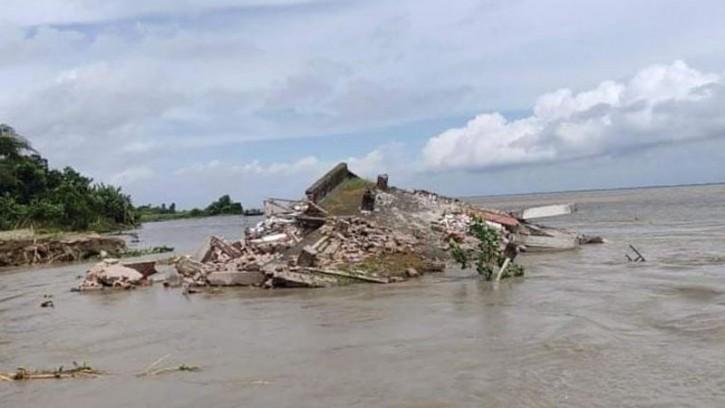 নদী ভাঙনে মানিকগঞ্জে ৮ কিলোমিটার এলাকা বিলীন