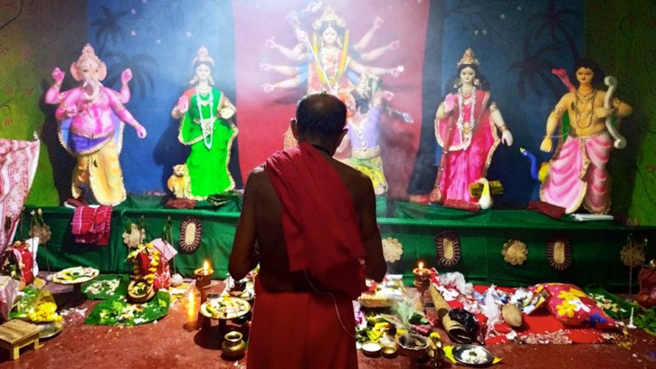 হালিশহর কালীবাড়ি মন্দিরে বর্ণাঢ্য আয়োজনে চলছে শারদীয় দুর্গা উৎসব