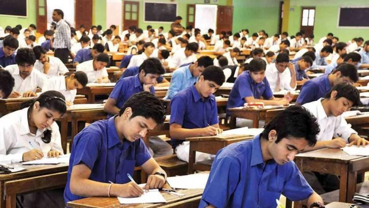 পশ্চিমবঙ্গে 'বিক্ষোভের জেরে' উচ্চ মাধ্যমিকের সব শিক্ষার্থী পাস