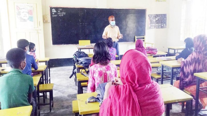 আশাশুনির বড় দুর্গাপুর স্কুল পরিদর্শন