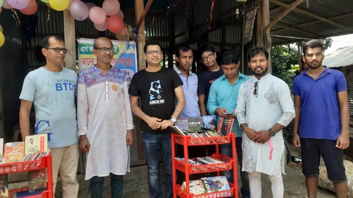 কোটালিপাড়ায় চালু হল ব্যতিক্রমধর্মী 'সেলুন পাঠাগার'