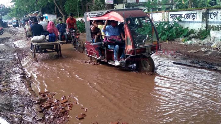 মধুখালী-নীমতলা সড়ক যেন 'মরণ ফাঁদ'