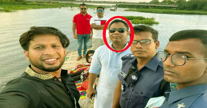 কঠোর লকডাউনে মুরাদনগর ওসির নৌভ্রমণ : ফেসবুকে ছবি ভাইরাল