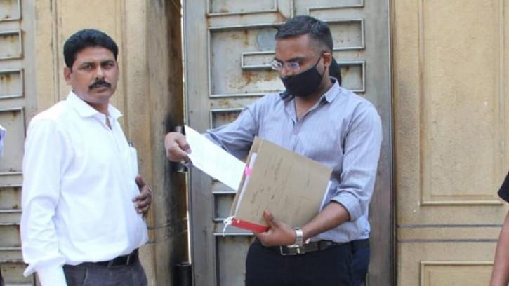 শাহরুখ খানের বাসভবন 'মান্নাত' এ তল্লাশি চলছে