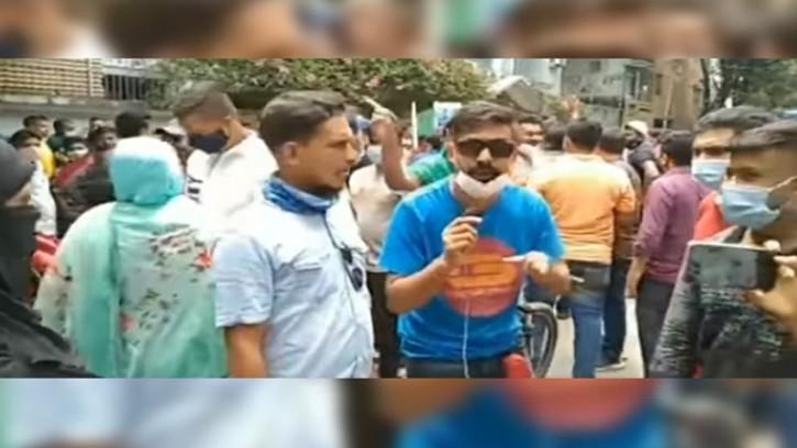 'আমি ক্রিকেট প্লেয়ার, মাশরাফী ভাইরে দেইখা ই-অরেঞ্জে গেছি'