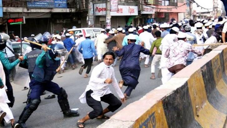 কুমিল্লার ঘটনার জেরে ঢাকায় সংঘর্ষ: দুই মামলায় আসামি ৪ হাজার