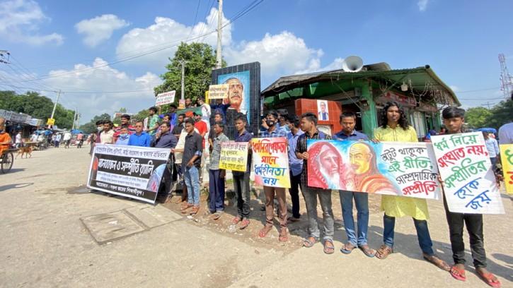 সাম্প্রদায়িক হামলার প্রতিবাদে পীরগঞ্জে মানববন্ধন ও সম্প্রীতি র্যালি