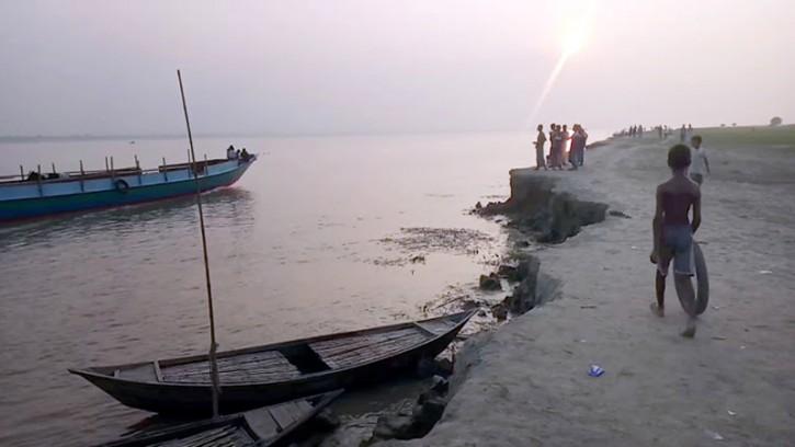 রাস্তা-স্কুল-হাসপাতাল বসতঘর নদীতে চরম দুর্ভোগে রাজবাড়ীর চরের মানুষ